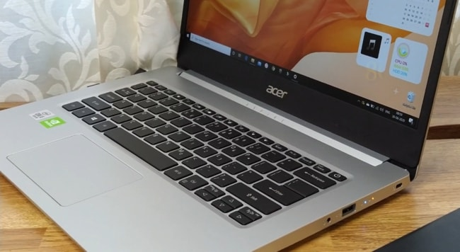 All-plastic build of Acer Aspire 5 A514-52G laptop.