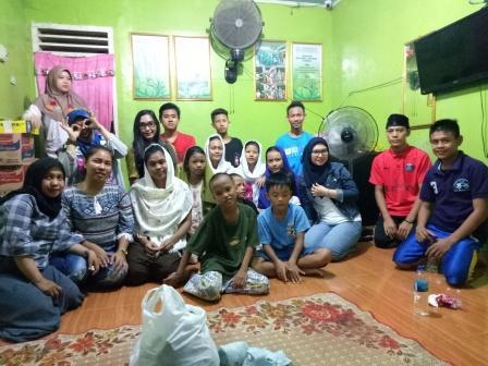 Timor Er Sriwijaya Sahur Bareng dan Santuni Anak Panti Asuhan