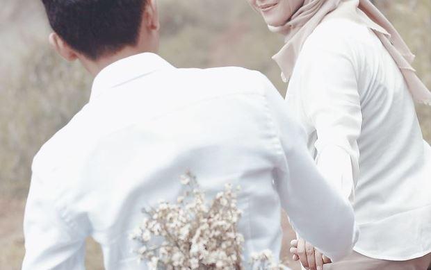 https://www.abusyuja.com/2020/09/hukum-foto-prewedding-dalam-islam.html