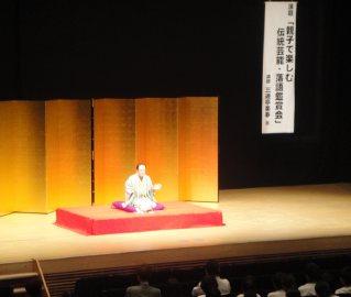 講演会講師・三遊亭楽春の地域交流講演会の風景。