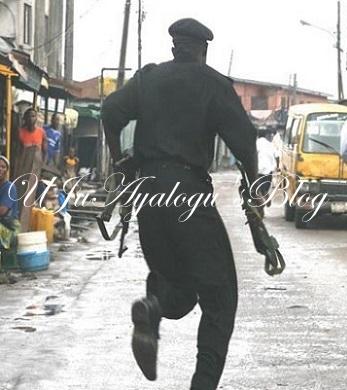 UNBELIEVABLE: Gunmen Rob 5 Nigerian Policemen, Steals Phones, Money, Other; One Killed