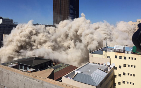 Watch:BANK OF LISBON BUILDING GOING DOWN