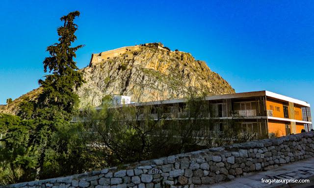 Hotel construído dentro das muralhas da fortaleza de Acronafplia, Nafplio, Grécia