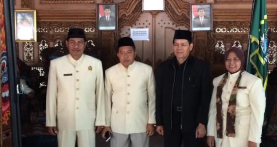 Hanya di Indonesia Dukun Bisa Kibulin Profesor Doktor Dunia Tercengang!