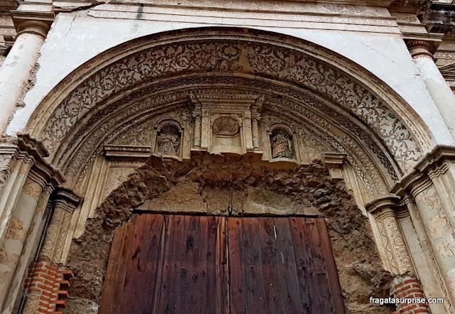 Detalhe da fachada do antigo Colégio dos Jesuítas de Antigua Guatemala