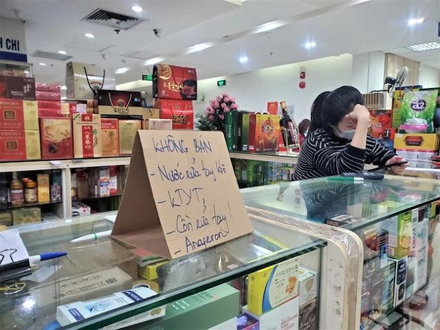 Nhiều hiệu thuốc kêu gọi nhau đồng loạt không nhập, không bán khẩu trang