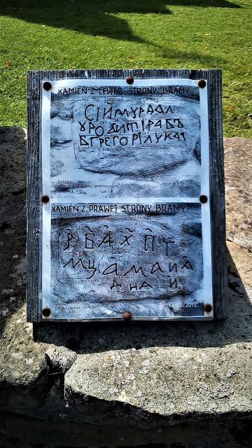 inskrypcja na kamieniu - cerkiew Olchowiec