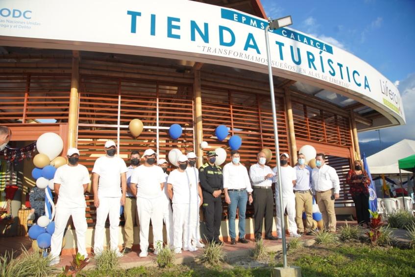 Se abre la primera tienda turística del país operada en un centro de reclusión