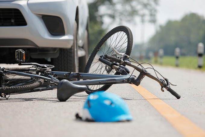 Atropelló a ciclista y lo subió al auto… para abandonarlo