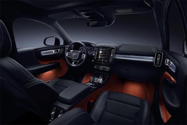 Interior view of 2019 Volvo XC40 T5 AWD R-Design interior