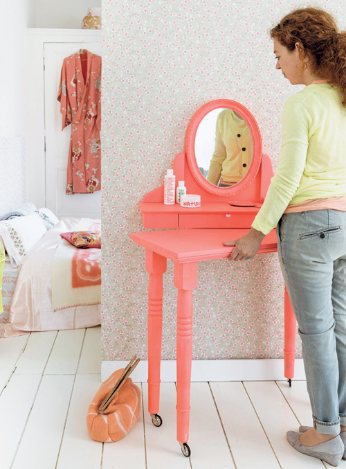 Bright+Coral+Dressing+Table+on+Wheels+DIY+From+101+Woonideeen+Magazine Dressing Table on Wheels DIY From 101 Woonideeen Magazine