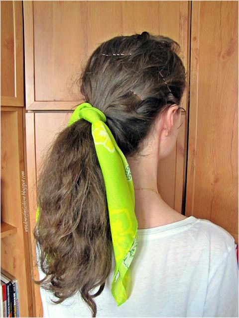 Fryzura z chustą do włosów, koński ogon
