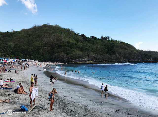 Bali to welcome visitors returning since September