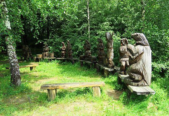 Rzeźby w Wołtuszowej.