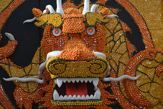 Pic of dragon made out of oranges and lemons
