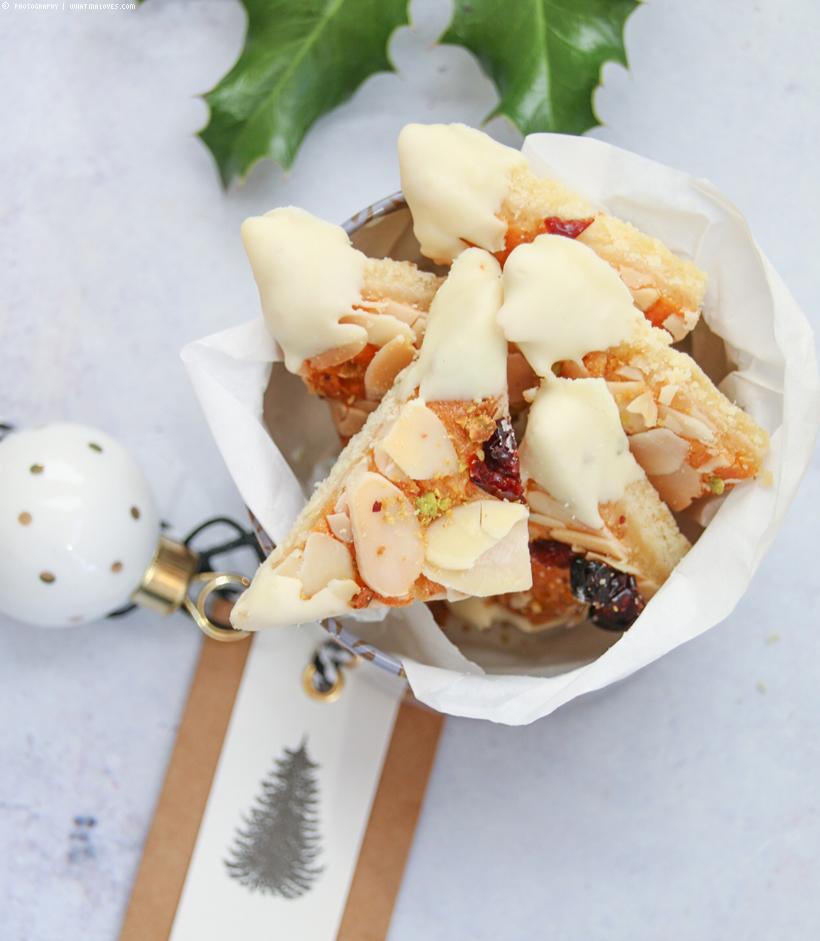 Marzipan-Nussecken  mit weißer Schokolade