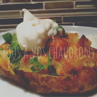http://tousavoschaudrons.blogspot.ca/2010/01/pelures-de-pommes-de-terre-au-fromage.html