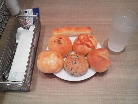 焼き立てパン食べ放題ブレッドバー¥421 ブレッドガーデンmozoワンダーシティ店