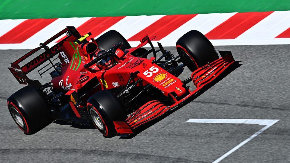 Carlos Sainz Jr, ainda busca o 'lançamento perfeito' enquanto se familiariza com o procedimento de largada da Ferrari