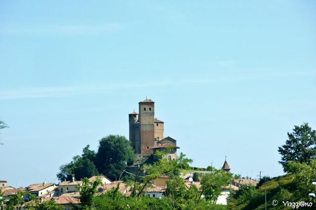 Il Castello slanciato di Serralunga d'Alba