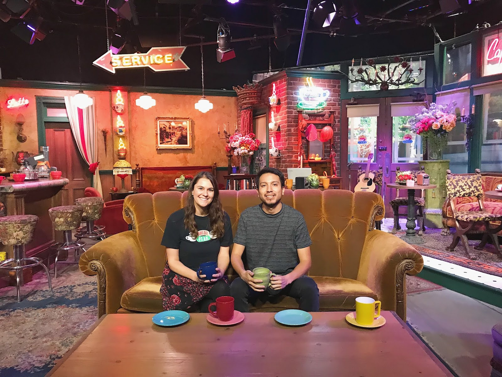 Where Was Friends Filmed Central Perk Cafe From Friends Warner Bros Studio Tour Warner Bros Studio Tour How To Tie Dye Studio Tour