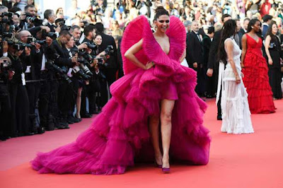 deepika-padukone-at-ash-is-the-purest-white-premiere-cannes