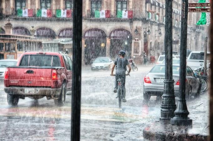 جمعہ سے سندھ بھر بشمول کراچی اور گردونواح میں گرج چمک کے ساتھ موسلادھار بارشیں متوقع۔
