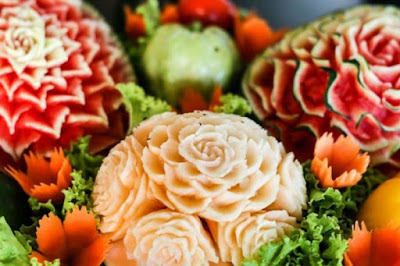 cara unik mengukir buah