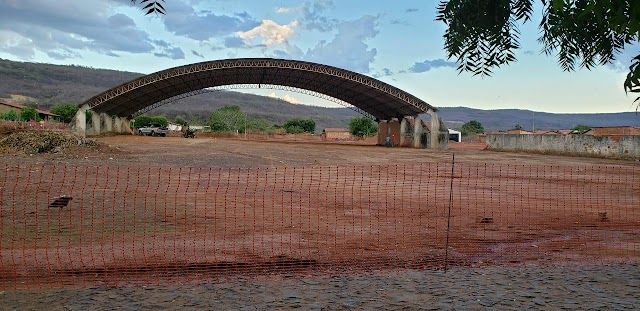 Prefeitura inicia construção de Praça de Eventos em Aroazes