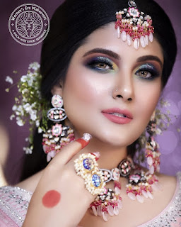 Sakshi-Bhogal-became-number-one-makeup-artist-of-Rajasthan