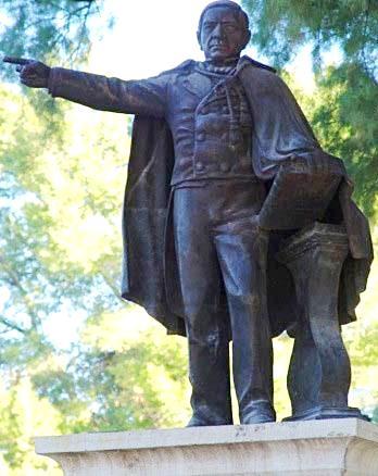 Foto del monumento de Benito Juárez parado