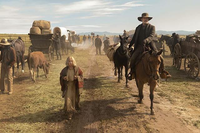 Helena Zengel y Tom Hanks. Fotograma de Universal Pictures.