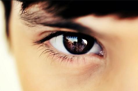 Berlatih public speaking dengan cara eye contact