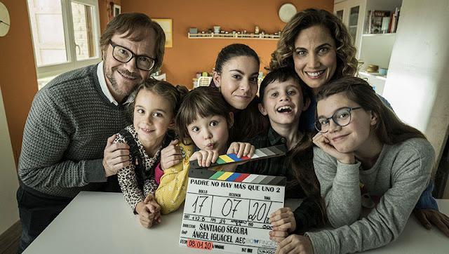Santiago Segura y Toni Acosta con los niñ@s en 'Padre no hay más que uno 2. La llegada de la suegra'