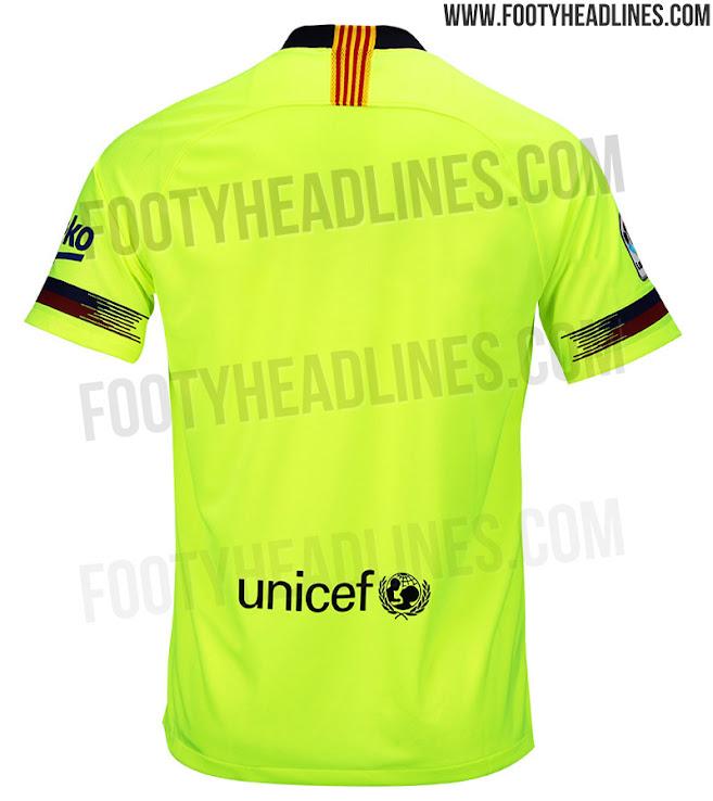 ... vez que el FC Barcelona utiliza una camiseta con un estilo similar 40001b79c2d94