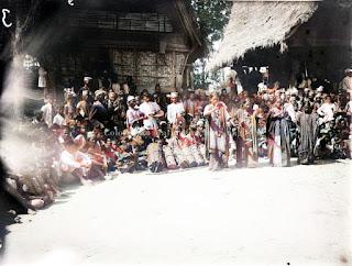 wanita batak yang sedang menari tortor di acara horja