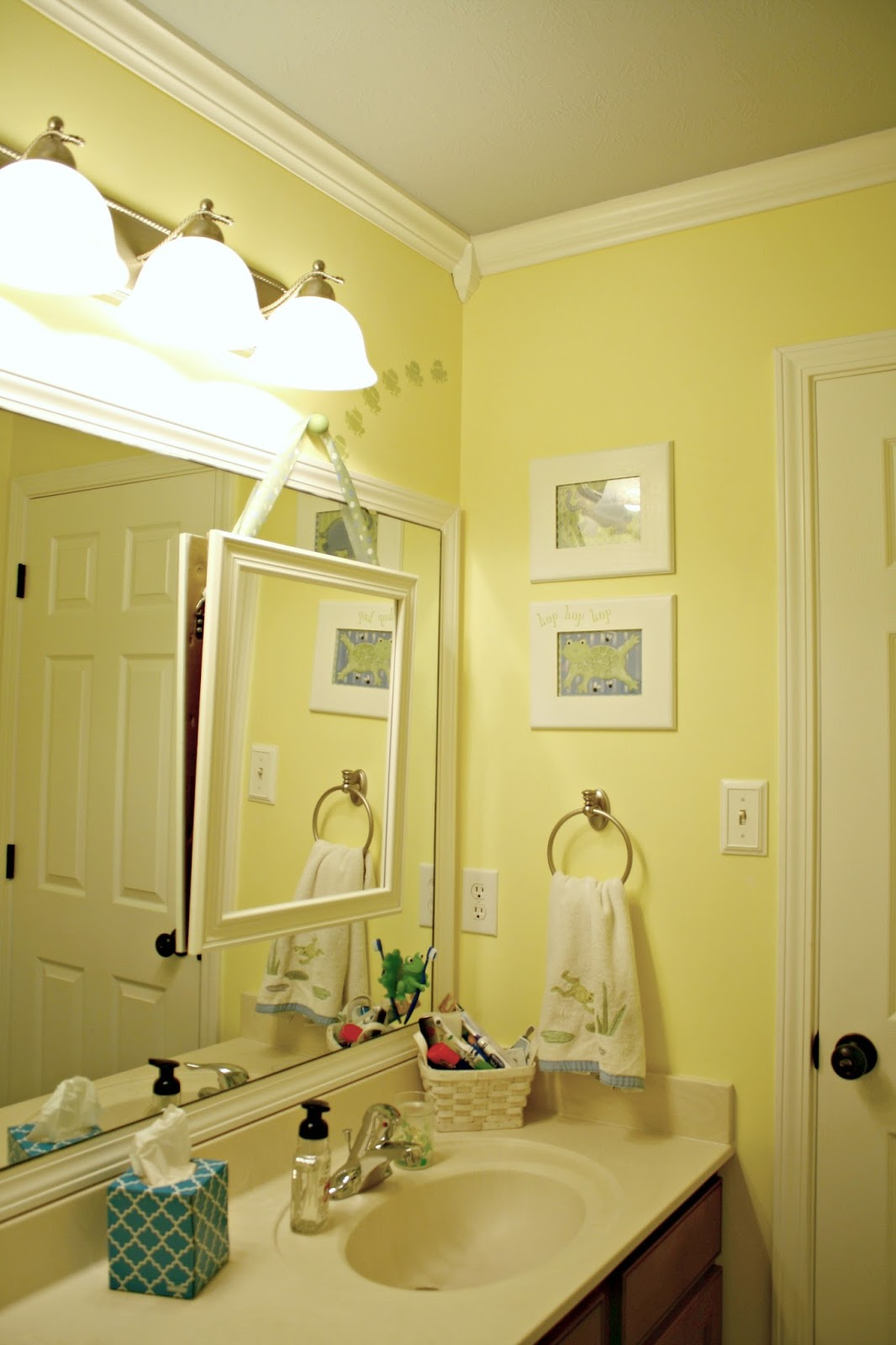 A Simple Bathroom Makeover (Paint is the Bomb!) from Thrifty Decor Chick
