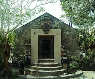 http://www.teluklove.com/2017/02/pesona-keindahan-wisata-museum-pendet.html