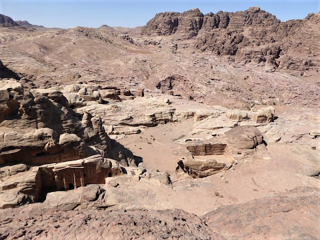 panorama sulla tomba del soldato dal Wadi Farasah Trail