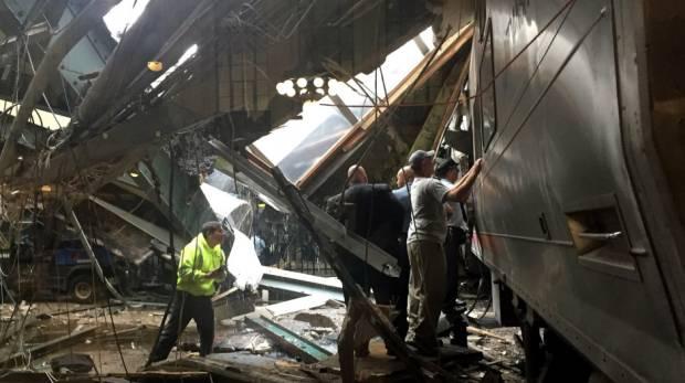 Acidente de trem deixa 3 mortos e 200 feridos em Nova Jersey