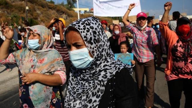 Διαδηλώσεις προσφύγων και μεταναστών στη Μυτιλήνη