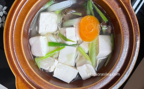 sup cendawan telinga dengan tauhu dan lobak putih