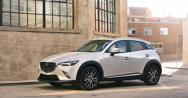 Front 3/4 view of 2018 Mazda CX-3 Grand Touring