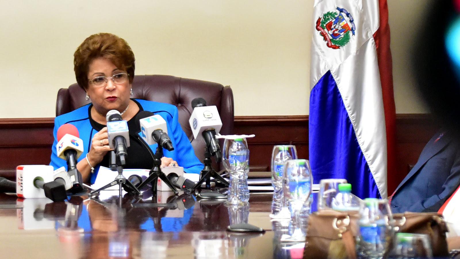 Alejandrina Germán: MESCYT ha otorgado 51,704 becas en cinco años