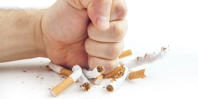 Penyebab Patah Tulang Akibat Merokok