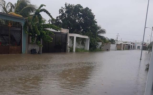 Inundación en el fraccionamiento Las Américas: rebosan los sumideros. Facebook