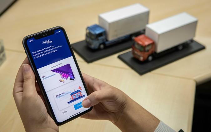 VWCO firma parceria e cria primeiro banco digital de montadora para caminhoneiros do Brasil