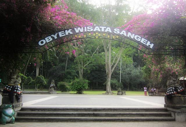 Foto pintu gerbang Sangeh