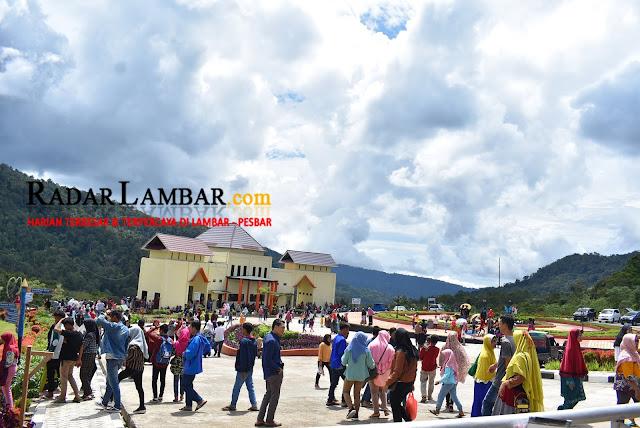 Libur Tahun Baru, Ribuan Pengunjung Padati KRL
