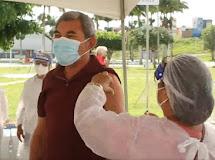 REMÍGIO/PB. Prefeito da cidade recebe vacina contra a Covid-19